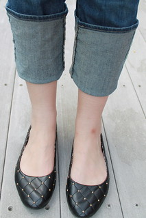 Cuffed jeans, quilted ballet flats