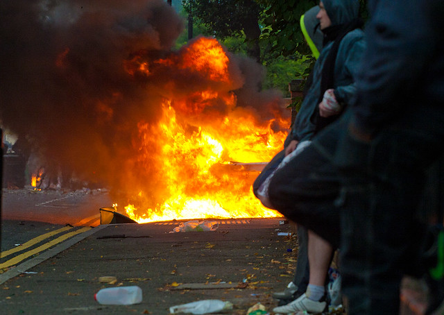 London's Burning - Hackney Riots / London Riots 8th August 2011 - Clarence Road / Pembury Estate Hackney