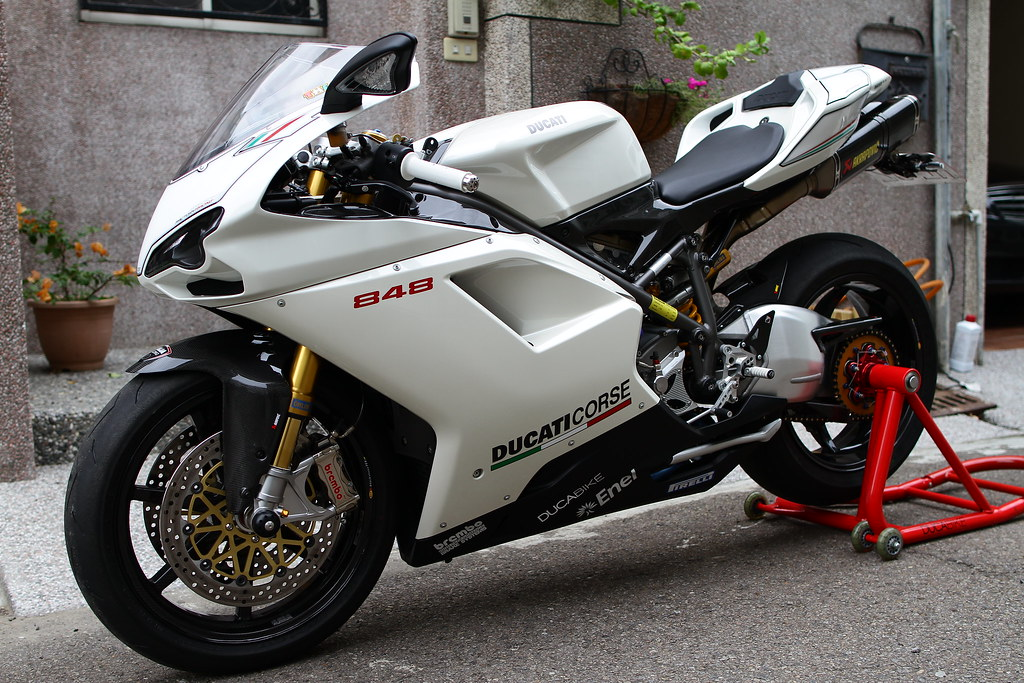 post your 848 evo arctic white pics with carbon ducati. Black Bedroom Furniture Sets. Home Design Ideas