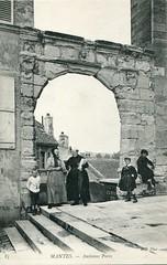 85. Mantes. Ancienne Porte (c.1915) - Photo of Mantes-la-Jolie