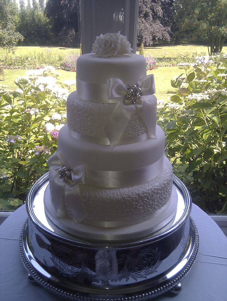 Vintage lace effect Wedding cake with brooch