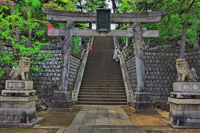 品川神社へ