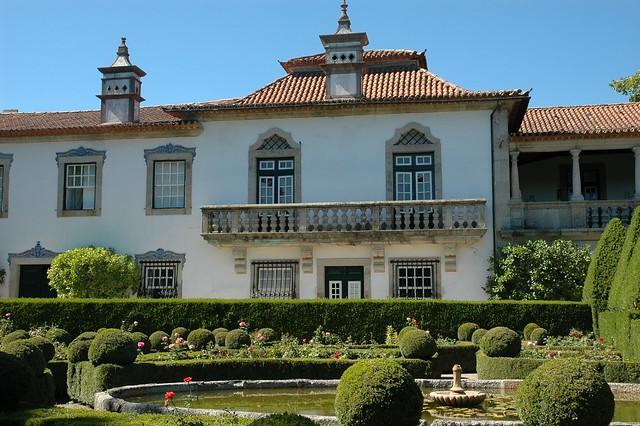 Traseira casa santar e jardins nelas flickr photo - Kapaza deco jardin argenteuil ...