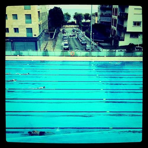 Calella. Piscina i mar al fons. #calella #maresme #piscina