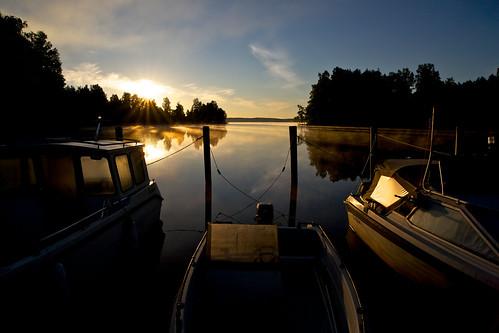 sun lake reflection water backlight zeiss sunrise reflections boats eos boat soe f28 kuopio ze 21mm carlzeiss canoneos5d kallavesi skytheme platinumheartaward distagont2821 touraroundtheworld distagon2128ze bestofblinkwinners