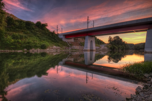 canon eos 7d sigma 1020mm hdr photomatix reflets reflection colors couleurs pont bridge perspective sunset coucher soleil sun sky nuages clouds river riviere ognon doubs france franchecomté long exposure philippesaire voraysurlognon wideangle photo photography ciel