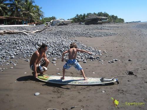 playa-tunco-el-salvador-learning-to-surf-kid-friendly-2