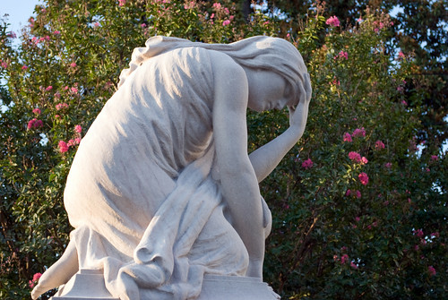 city atlanta friedhof cemetery graveyard statue georgia greek nikon memorial cementerio historic southern cemitério sorrow mythology weeping cimetière oaklandcemetery niobe nationalregisterofhistoricplaces cimiteri d80 backyardshots stgrundy graymemorial