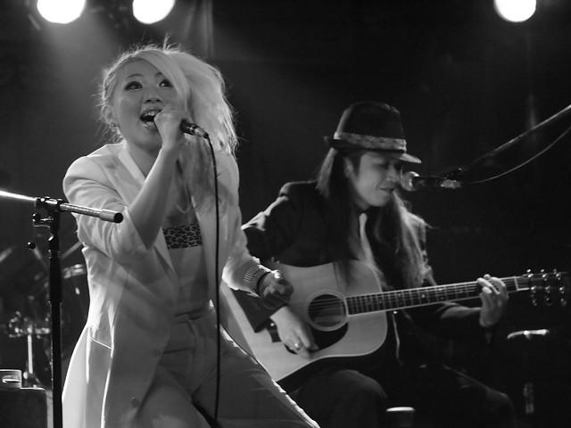 Acoustic BAKUBENI Duo live at Outbreak, Tokyo, 15 Jul 2011. 054