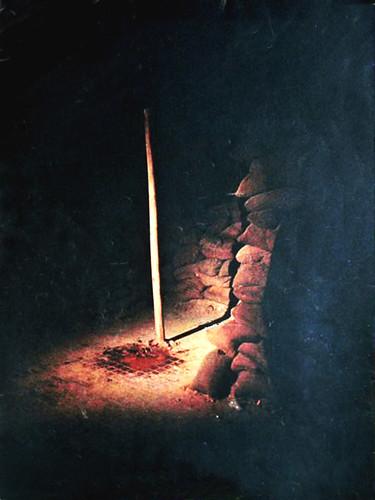 Cột hành quyết đêm 29-1-1965 - Photo by Akimoto Keiichi