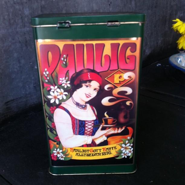 La chica Paula (Paula girl) en un paquete de café de Finlandia