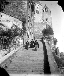 Escalier avec des gens qui descendent, Rocamadour, octobre 1900
