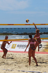 volleyball player(1.0), ball over a net games(1.0), volleyball(1.0), sports(1.0), competition event(1.0), team sport(1.0), ball game(1.0), beach volleyball(1.0), tournament(1.0),