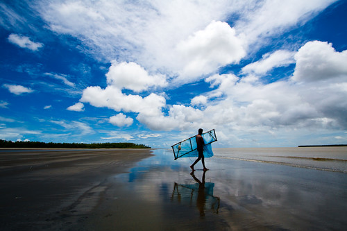 ocean blue sea reflection glass clouds landscape mirror fishing fisherman walk horizon battle vista seashore struggle endless fishingnet fishinginthesea
