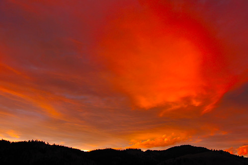 sunset red sky mountains kettlefalls
