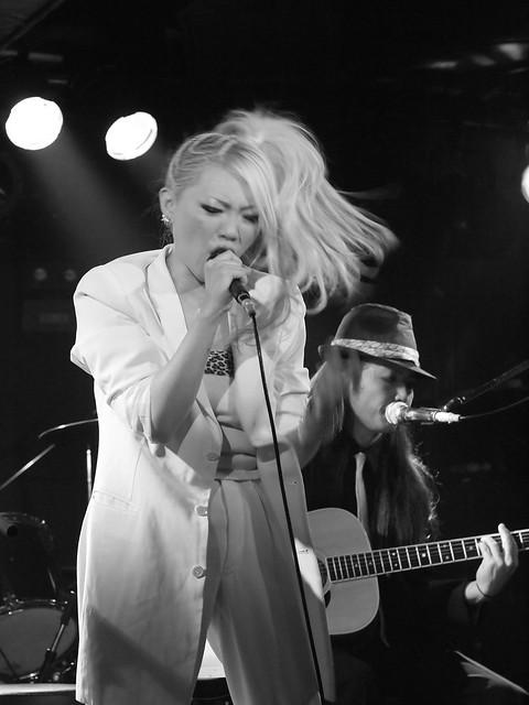 Acoustic BAKUBENI Duo live at Outbreak, Tokyo, 15 Jul 2011. 078