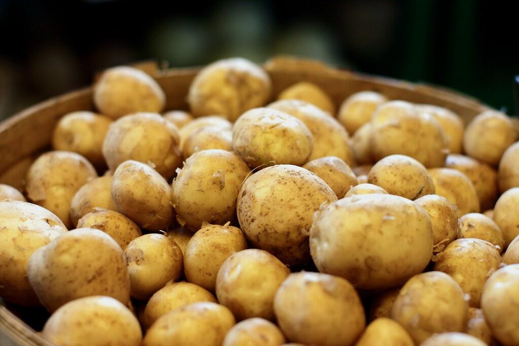 white potatoes flesh and skin, raw