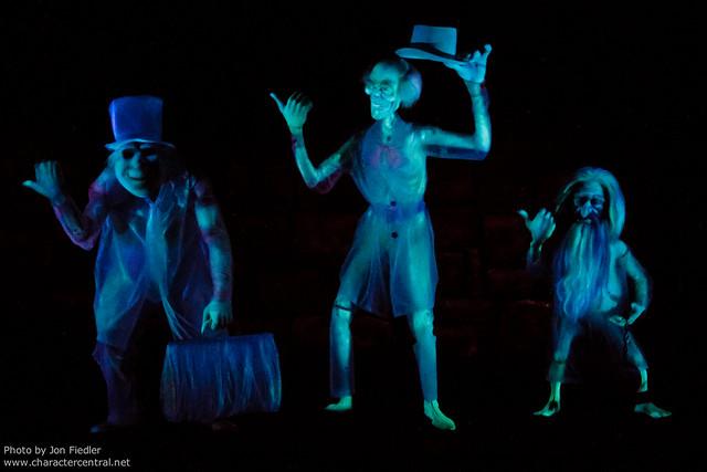 Disneyland June 2011 - The Haunted Mansion