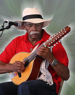 Elkin de Jesús Meneses, with Aires del Campo from the Coffee Region of Colombia, plays a bandola guitar