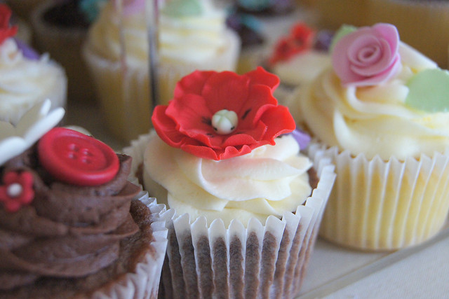 Little Cakes wedding cake cupcakes for the lovely Lu Edd A combination