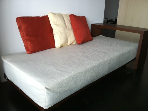 day bed with wooden stand 02