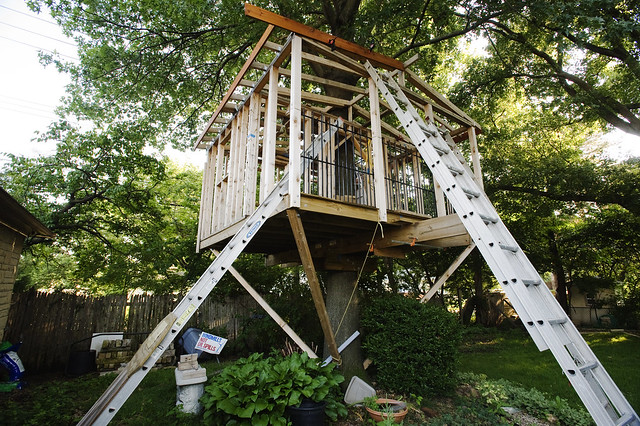 Hunting Tree House http://www.flickr.com/photos/erinrenee/5917386866/