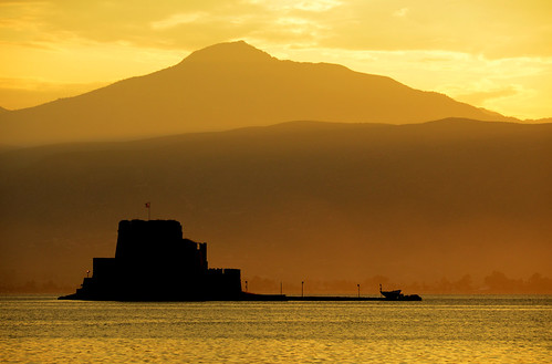 light sunset castle island gold licht zonsondergang greece layers nafplion eiland goud griekenland nauplio burcht bourtzi fortifiedislet
