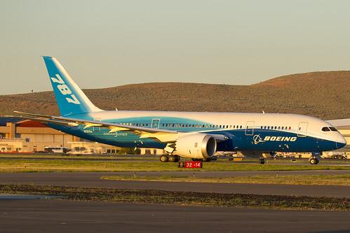 test field sunrise am airport flight falls uno kingsley boeing numero klamath 787 lmt dreamliner klmt n787ba za001 boe001
