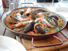 fish(0.0), meal(1.0), paella(1.0), seafood(1.0), bouillabaisse(1.0), food(1.0), dish(1.0), cuisine(1.0), mussel(1.0),