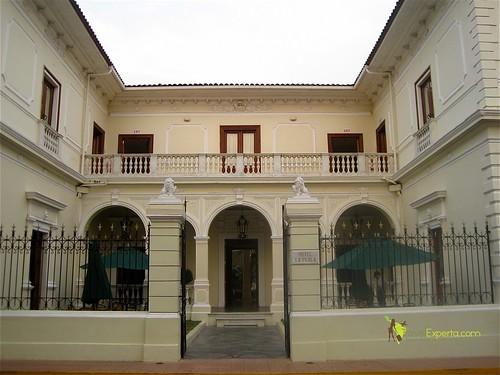luxury-hotel-leon-nicaragua-la-perla-entrance