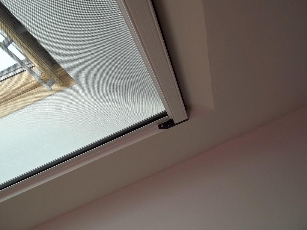 Zanzariere e tende per velux e finestre da tetto tende da sole a