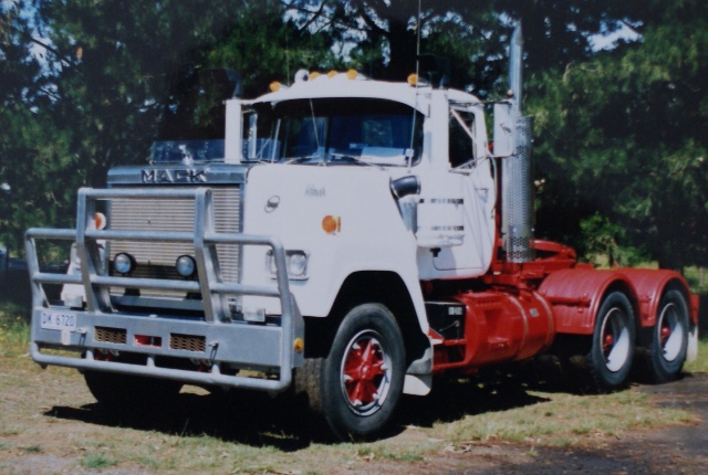 V8 Mack Superliner http://www.flickr.com/photos/sydney_heavy_towing_grstowing/6031230374/