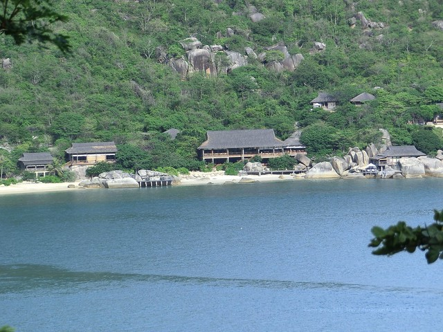 "Hotel Bar ""drinks by the Bay"" & Restaurant ""Dining by the bay"" - Six Senses Ninh Van Bay"