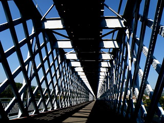 I'm going on vacation .... A hug to all my friends ..! - Bridge between Portugal and Spain (Valencia and Tuy) built by Gustave Eiffel ..