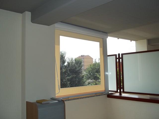 Tenda a caduta con tessuto PRECONTRAINT 302 avorio e finestra in PVC Cristal M.F. Tende Torino  www.mftendedasoletorino.it