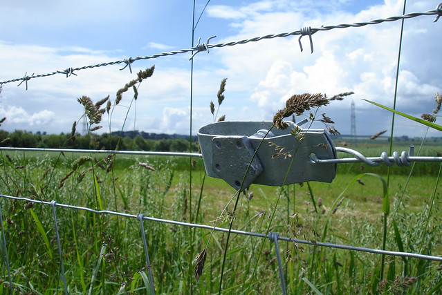 How to tighten a loose barb wire fence fencing