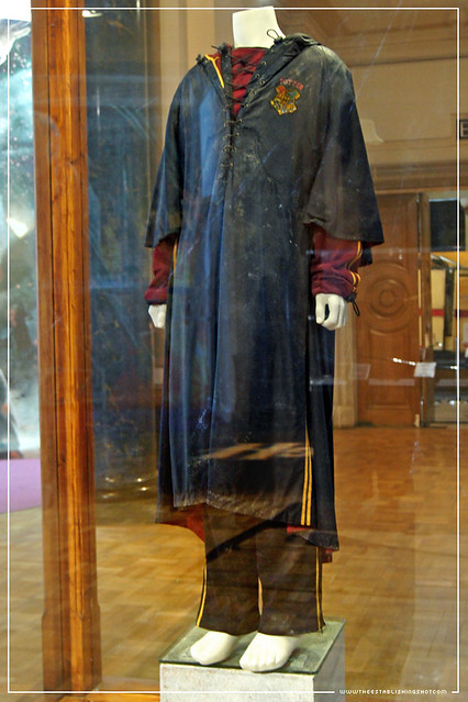 Harry Potter Exhibition - London Film Museum: Harry Potter's Gryffindor Quidditch outfit worn in the Dragon task from The Goblet of Fire