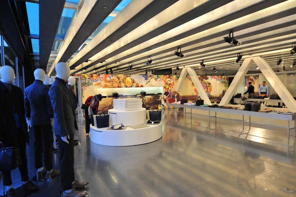 Rem Koolhaas - 比佛利普拉達旗艦店 Prada Epicenter 11.jpg