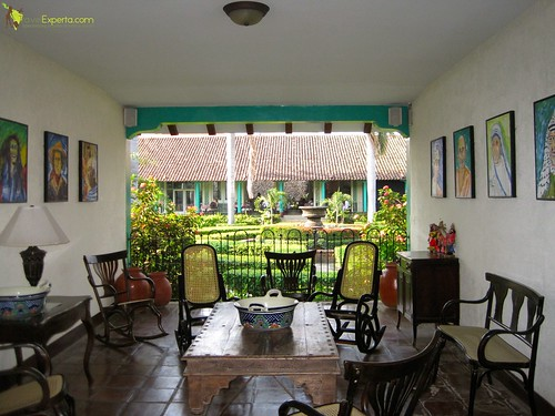 luxury-refurbished-convent-hotel-leon-nicaragua-family-friendly-el-convento-sitting-area