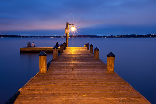 travel color colors canon pier still dock colorful dusk symmetry lakeside symmetrical bluehour kirkland tranquil wideanglelens customwhitebalance travelphotography washingtonlake llens 1635mmf28 canoneos5dmarkii 4300k0