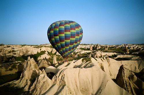 trip travel blue hot film sunrise turkey iso100 minolta air balloon scooter hotairballoon agfa ultra cappadocia göreme goreme tc1 日出 熱氣球 土耳其 自助旅行 愛克發 卡帕多奇亞 全彩 全彩現像 卡帕多起亞 葛勒梅 格雷梅 歌樂美
