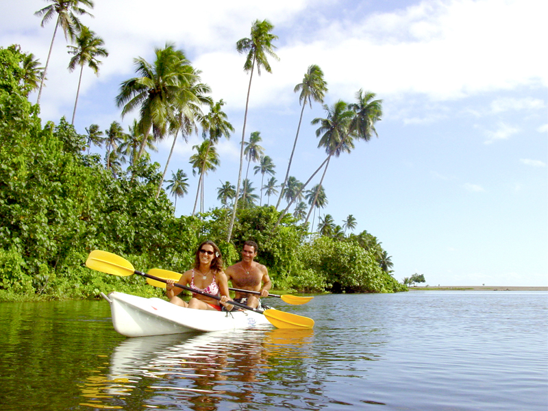 couple-kayaking Samoa Surf Resort, Salani Surf Lodge Samoa
