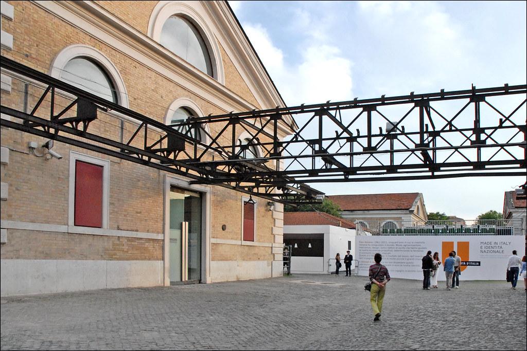 > Partie extérieure du musée d'art contemporain Macro à Rome. Photo de Jean Pierre Dalbéra.