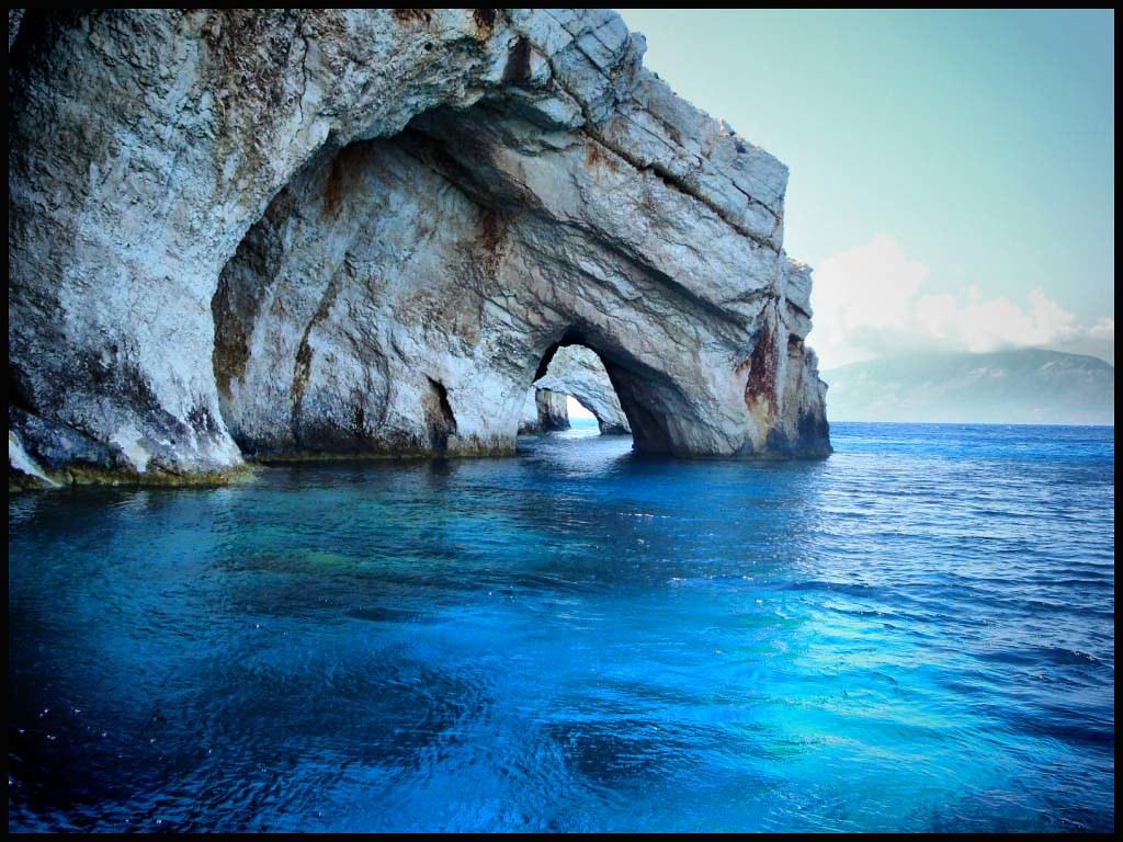 死ぬまでに一度は行きたい世界の絶景:ザキントス島の青の洞窟
