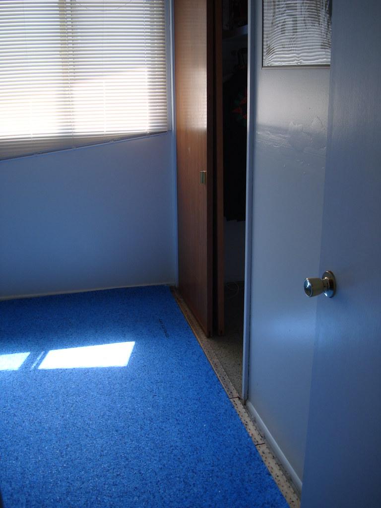 carpet pad in comic room