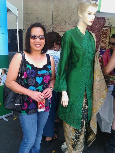 indonesian traditional dress(green) and the lovely Model .!!