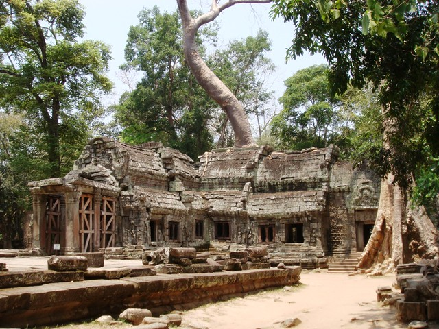 How to Go to Siem Reap from Bangkok without Dying Inside the Bus