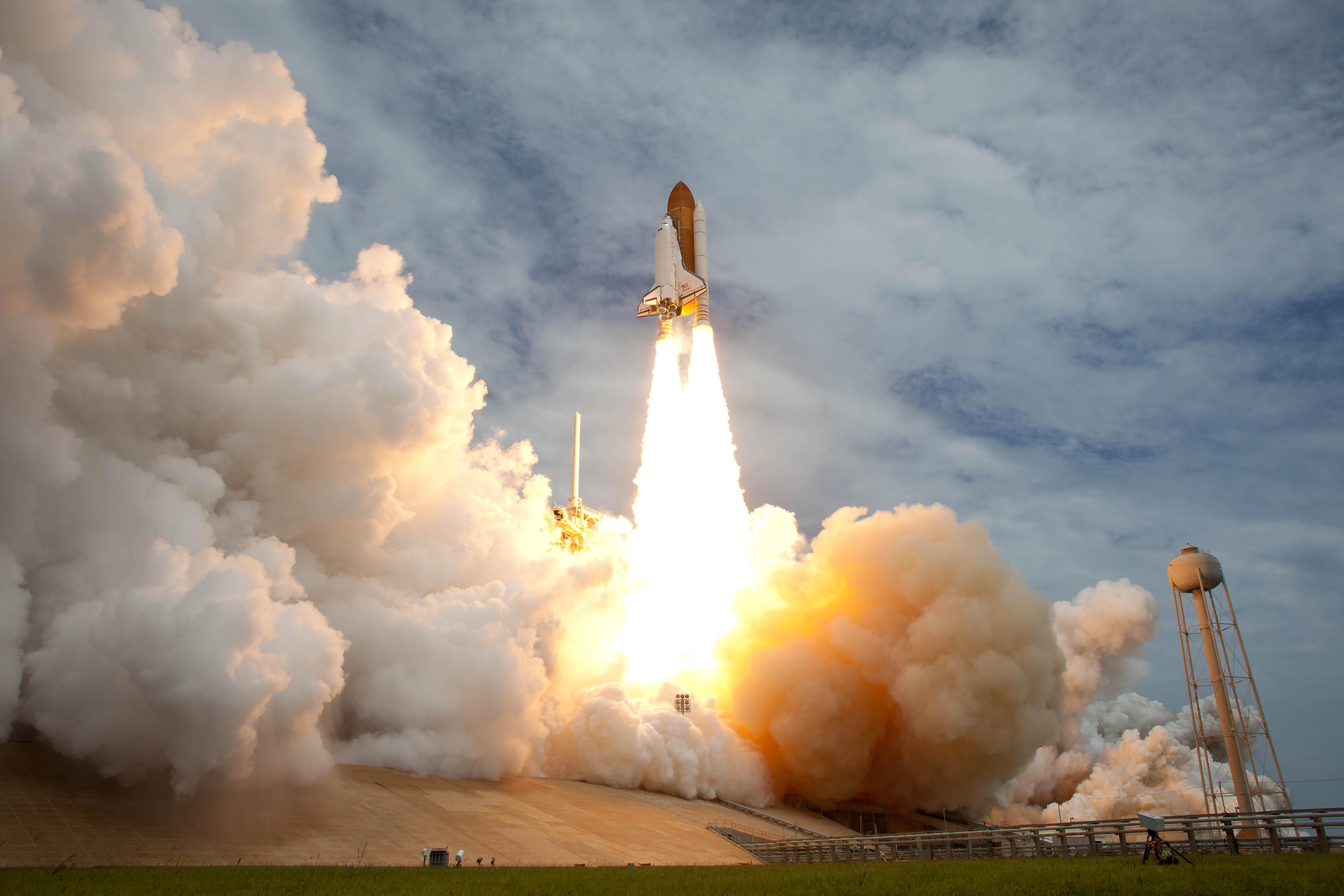 STS-135 Atlantis Launch (201107080029HQ) | Flickr - Photo ...