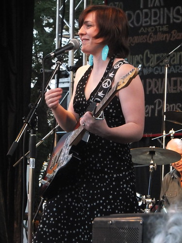 Girls With Guitars at Ottawa Bluesfest 2011