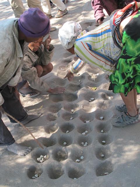 Sanfrauen beim Mancala
